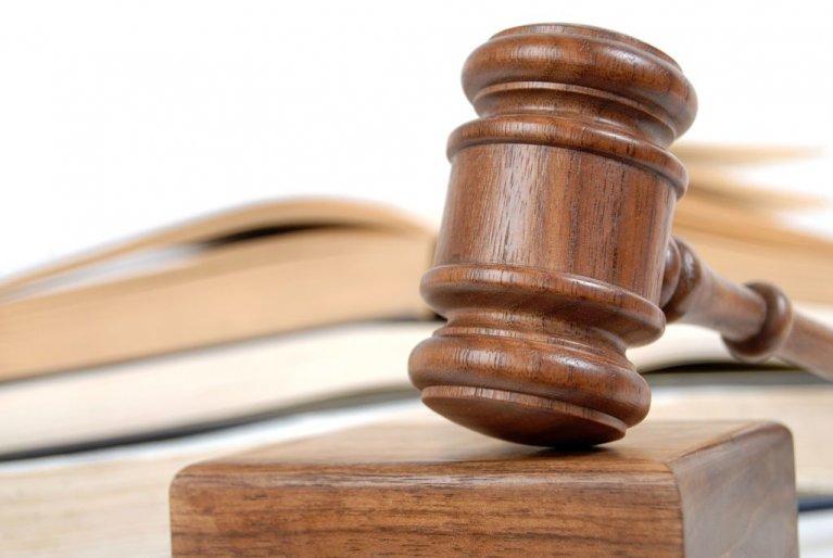 Суд стягнув сто тисяч гривень на користь прикарпатця, якого незаконно судили понад два роки